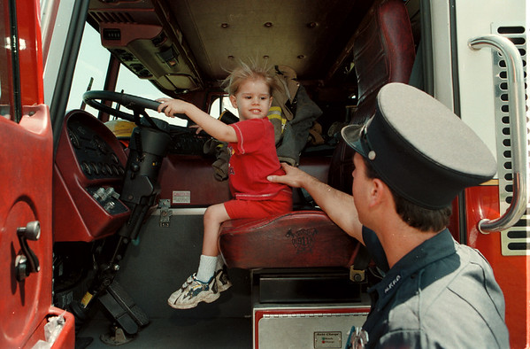98/07/23--LIBRARY FUN DAY--DAN CAPPELLAZZO PHOTO--NF FIREFIGHTER MICHAEL ACCETTA, ENGINE #4, TELLS 4-YR-OLD GAELEN OWNES, TOWN OF NIAGARA, WHAT DRIVING A FIRE TRUCK IS LIKE AT THE NF LIBRARY FUN DAY.<br /> <br /> GR