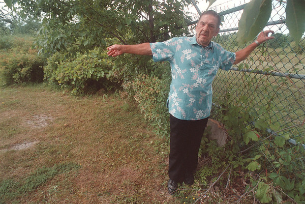 97/08/19 Cancer Cluster 2 - James Neiss Photo - Bernard Welninski of Rhoad Island Ave. talks about the putrid smell that comes off his property when he cuts the lawn.