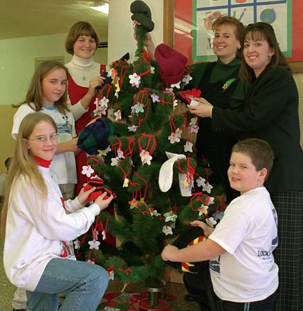 98/12/09 MAAC Tree *Dennis Stierer Photo <br /> Clockwise from lower left:  Caitlin Miller; Bryanna Steiner;  Tracey McAllister;  Lynn Woodruff;  Sue Bates;  Jason Snell.<br /> WRITE A GREAT CAPTION. I HAD NO IDEA!!!!!!!!!!!