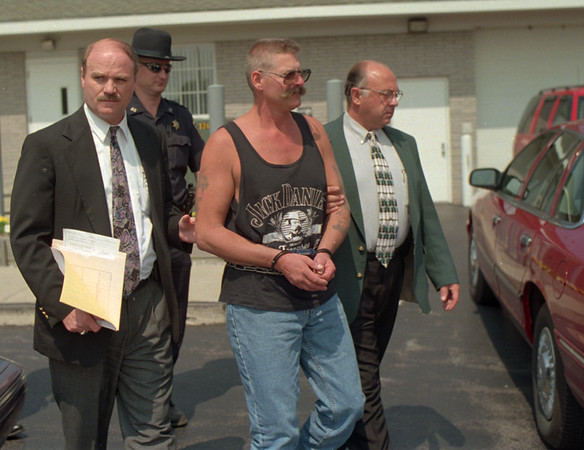 98/08/17 Drinkwalter Pleads Innocent *Dennis Stierer photo -<br /> Ronald Drinkwalter, 43, of 1012 Youngstown-Lockport Road is shown being led out of  Porter Town Court by Investigators Daniel P. Brown (left) and Daniel Fritton of the Sheriffs Department on Monday afternoon after he was arrainged. Following them is Deputy Richar Zachary and David Broderick. Drinkwalter had eluded the police for more than a week.