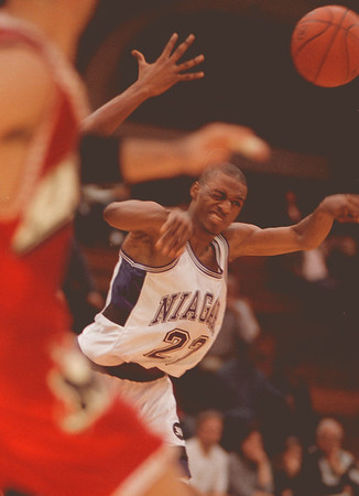 98/02/02 NU basket 1--Takaaki Iwabu photo-- Niagara University Alvin Young delivers a pass under the pressure from Marist College defenders. <br /> <br /> color, sports, Teuday