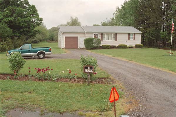 6/2/97 McVeigh Home - James Neiss Photo -  All is quiet at the McVeigh Home before his sentencing today.