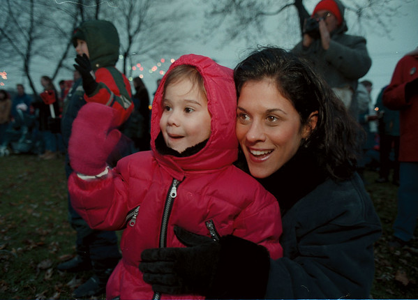 97/12/08-- Xmas walk --Takaaki Iwabu photo-- A 3-year-old Bianca Schiavi waves to Santa Clause who was just stepping out of a helicopter as he flew into at Academy Park Sunday. Beside her is her mother Laura Schiavi. <br /> <br /> tmc Photo, color