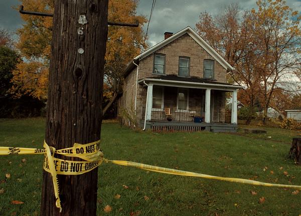 97/11/03--MURDER SCENE---DAN CAPPELLAZZO PHOTO--GROVE AVE MURDER SCENE.<br /> <br /> WIRES TUESDAY
