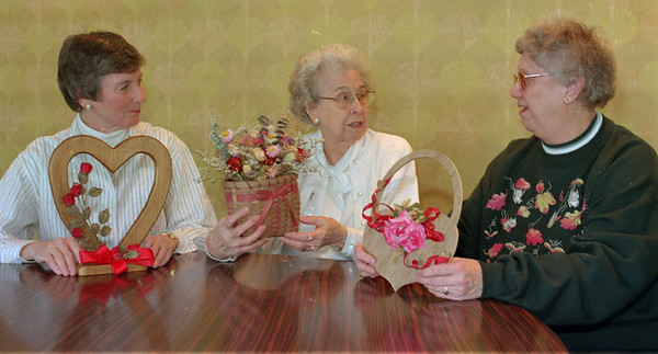 98/02/05 OES Card Party *Dennis Stierer photo - L-R:  Phyllis McKinney,  Ethel McCloy,  Joan Tagg.