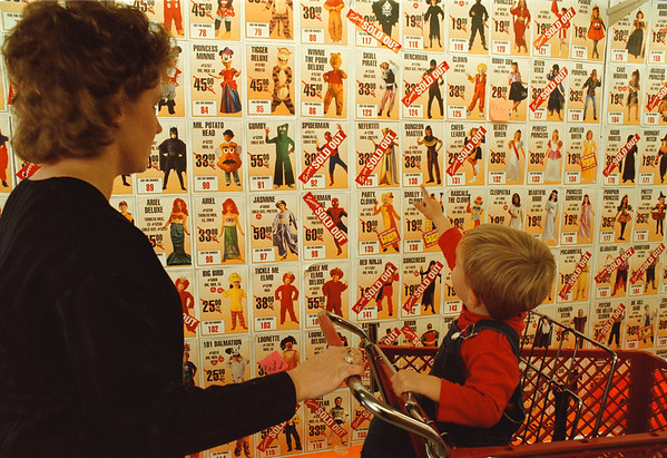 10/16/97--halloween 3--Takaaki Iwabu photo-- Shelly Litwinski and her son Dougie, 2, look at the sample photos as they shop around the halloween costums at The Party Experience.