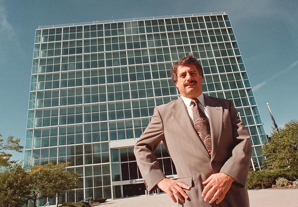 97/10/07--SMALL BUSINESS ADMIN.--DAN CAPPELLAZZO PHOTO--AREA DIRECTOR OF THE U.S. SMALL BUSINESS ADMIN WILLIAM E. LEGGIERO, JR. STANDS IN FRONT OF THE OXY BUILDING WHERE HIS OFFICE IS LOCATED.<br /> <br /> LOCAL