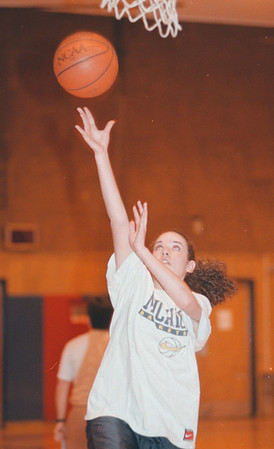 98/01/13--AOW/THAXTON ACTION--DAN CAPPELLAZZO PHOTO--NIAGARA CATHOLIC SR. HOOPSTER MAUREEN THAXTON DRIVES FOR A LAYUP IN PRACTICE.<br /> <br /> SP
