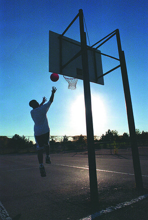 97/10/06--SUMMER WEATHER--DAN CAPPELLAZZO PHOTO--SUMMER TYPE WEATHER WARMS THE BASKETBALL COURT AT RESEVOIR PARK AS TERRY WALKER, OF NF, GOES UP FOR A LAY UP.<br /> <br /> 1A