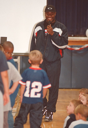 97/10/14--BILLS/NIAGARA ST.--DAN CAPPELLAZZO PHOTO--BILLS LINEBACKER MARLO PERRY ANSWERS A QUESTION WITH A SMILE FROM 7-YR-OLD MARK GUTHRIE (WEARING #12) AT THE NIAGARA ST. SCHOOL WHERE THE BILLS PLAYER TALKED ABOUT THE IMPORTANCE OF EATING RIGHT AND FITNESS,<br /> <br /> LOCAL