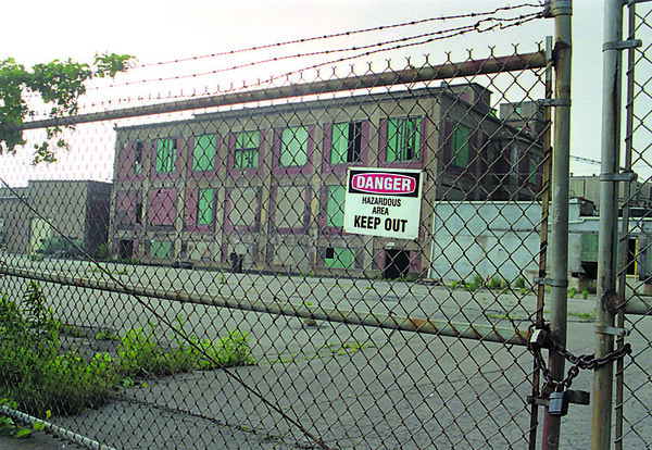 "6/14/97-- crumbling --Takaaki Iwabu photo-- A ""Keep Out"" sign is on the fence near 47th St. and Simons Ave, one of the crumbling sites in Niagara Falls. <br /> <br /> 1A, Sunday, color"