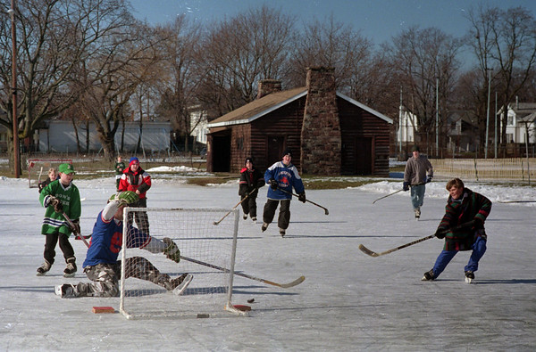 98/02/06 Winterfest 10 *Dennis Stierer photo - Ice Hockey Challenge and Contest were held at Altro Park. No ID's poss.