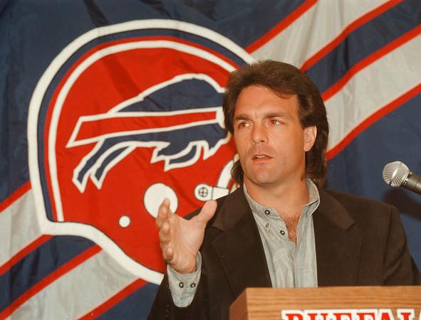 97/01/20 Doug Flutie 3 - James Neiss Photo - Doug Flutie is named the new Bills QB.