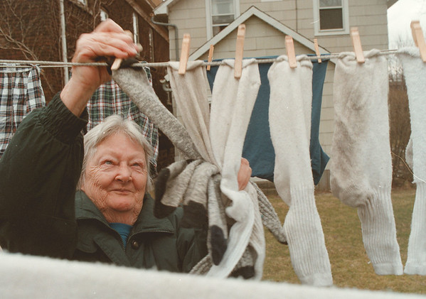 98/03/06--Dorothy --Takaaki Iwabu photo-- Dorothy Lunsbury of 428 4th St. takes the washed clothes inside home  Friday afternoon. It was not a clear day and she had to put the clothes in the dryer again. <br /> <br /> grapevine photo