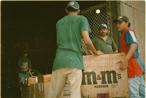 98/25/98 Honduras Relief 4 - Valerie E. Pillo Photo - Handuran hurricane Mitch survivors unload food at a Dole distribution warhouse in La Ceiba, Honduras.