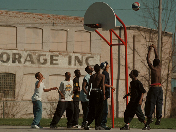 98/4/10-- ball game--Takaaki Iwabu photo-- Local youth play a basketball game as they enjoy sunny day Friday at the playground on 10th and Falls Street.    grapevine photo