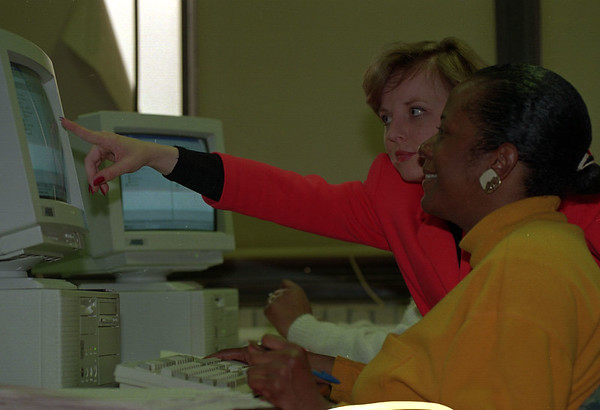 4/22/97--JOBS/TELE TRAINING--DAN CAPPELLAZZO PHOTO--COMPTER COMMUNICATION CONSULTANT/INSTRUCTOR RACHEL RICHARDSON GIVES INSTRUCTION TO NF RESIDENT AND STUDENT OF THE  NF EDUCTION  TELECOMMUNICATION PRE SERVICING  COURSE.<br /> <br /> 1A NEWS