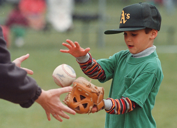 5/30/97-- H. baseball 3--tak photo-- Ryan Tavano practices his catching skill as he warms up before the game. <br /> <br /> Sun. 1a, bw