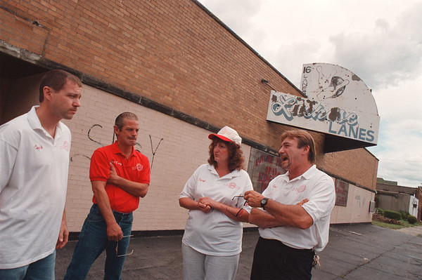 97/08/25--IDEAL LANES/COMMUNITY CENTER--DAN CAPPELLAZZO PHOTO--(LTOR) EXC. DIRECTOR RICK SWENEY, CONSTRUCTION COORDINATOR LARRY ACETI, FUND RAISER CHERYL WAGNER AND GENERAL MANAGER ROGER SPURBACK TALK ABOUT THE NEW COMMUNTIY CENTER ON ONTARIO STREET, THE FORMER LUCHESE LANES.<br /> <br /> TOPIC 1A