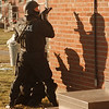 98/02/06--COPS/STANDOFF--DAN CAPPELLAZZO PHOTO--NF  SWAT TEAM SETS UP AT CENTER COURT APTS. DURING A TENSE STANDOFF.<br /> <br /> 1A SAT