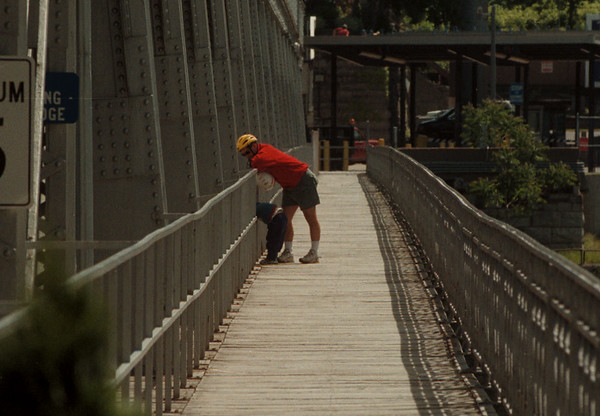 98/06/05 Bridge Views - James Neiss Photo - Dan Popkey and son Nicholas Popkey 3yrs,  checked out the view of the gorge between the gerders of the Whirlpool Bridge.