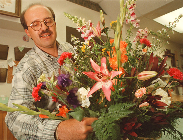 97/08/20--florist--Takaaki Iwabu photo-- Al Piccirillo, owner of Celenza Florist, gives a final touch to a flower arrangement at his store on 1412 Pine Avenue. (for Judy's Labor Day story) <br /> <br /> Sunday, feature, color