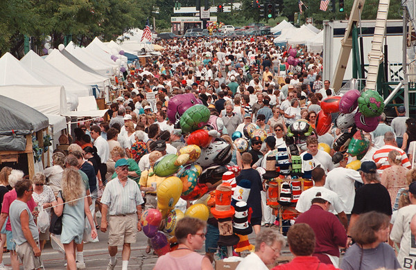 7/27/97--CANAL FEST--DAN CAPPELLAZZO PHOTO--THOUSANDS PACK WEBSTER ST., N.T., FOR THE FINAL DAY OF THE CANAL FEST.<br /> <br /> <br /> LOCAL