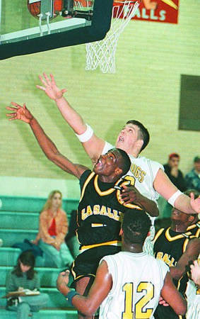 2/3/97--HOOPS--DAN CAPPELLAZZO PHOTO--LASALLE'S CARSMON BINGER BATTLES WITH KEN -EAST BIGMAN TIM HEDGES.