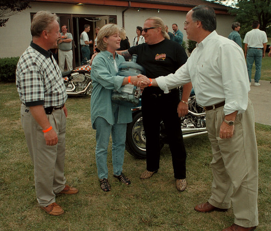 98/07/28--JAYBRAKE BENFIT--DAN CAPPELLAZZO PHOTO--JUDGE MARK VIOLANTE WISHES  PATTY BROLINSKI LUCK AS SHE ACCEPTS A DONATION FROM JAYBREAK FOUNDER AND PRESIDENT JAY BRAINARD CENTER, AS LEWISOTN COUNCILMAN MIKE JOHNSON LLOKS ON AT BONDS LAKE ON SUNDAY.<br /> <br /> GR
