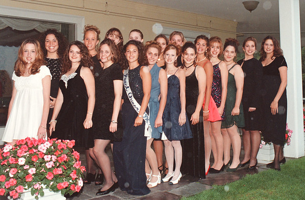 97/08/20- Peach Queens--Takaaki Iwabu photo-- The contestants for this year's Peach Queen and last year's winner, Maria DeRubeis, line up at Niagara Falls Country Club Wednesday.