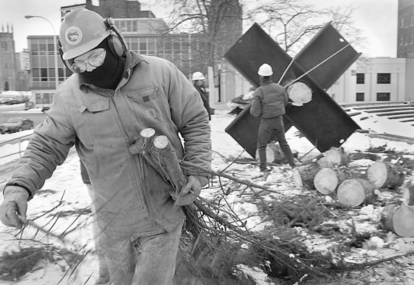 1/15/96-- shredding --Takaaki Iwabu photo-- Mike Jacobs, Niagara Falls City Park employer, takes down the Christmas tree which was setted up in Lucky Plaza for Festival of Lights. <br /> <br /> Grapevine photo