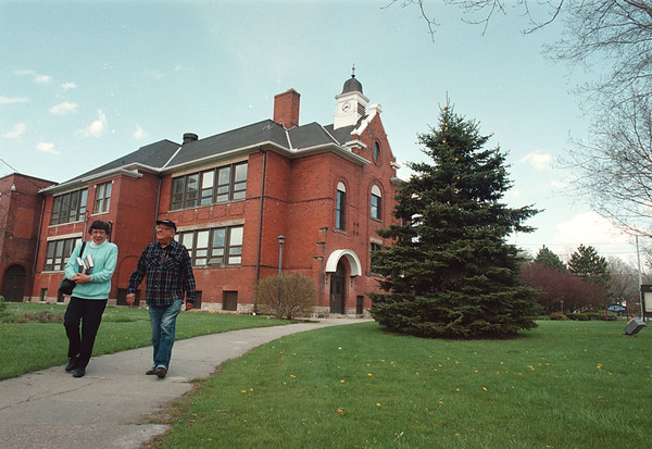 5/13/97--brick buldg, Y--Takaaki Iwabu photo-- Brick Building School in Youngstown. Milton and Joan Velzy of Youngstown leaves the Building as they checked out a few books from the Library. <br /> <br /> tmc photo