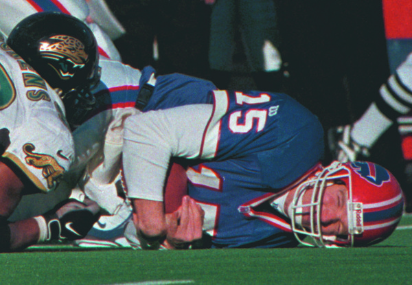 "97/12/15--BILLS/COLLINS DETAIL--DAN CAPPELLAZZO PHOTO--BILLS QB ""TOCO"" ON THE TURF.<br /> <br /> SP"