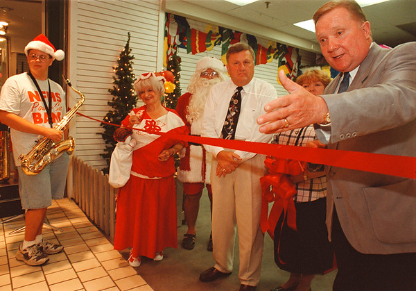 7/3/97 festival of light--Takaaki Iwabu photo-- NF Mayor James Galie points at a children in crowd during the ribbon cutting ceremony for opening of Festival of Lights at Rainbow Center Thursday. Next to the Mayor are Virgina Robbins of Rainbow Center and Jerald Wolfgang, chairman of Festival of Lights Board.   /local, Friday