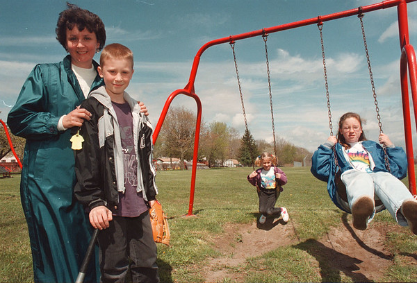 5/16/97--colonial park --Takaaki iwabu photo-- Janet Taylor poses with her children, from left, Daniel, 10, Ann Marie, 8, and Katie, 11 at Colonial Park. The family visit the Park often bringing their recreational items. <br /> <br /> tmc photo