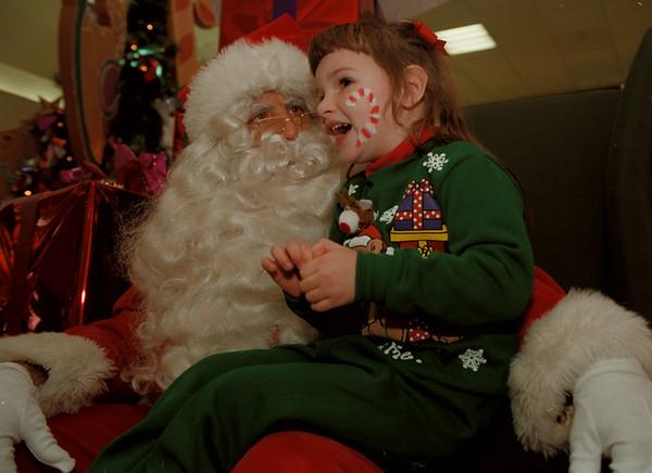 97/11/15--Santa --Takaaki Iwabu photo-- Rachel Berard, 4, talks to a Santa Clause at Summit Park Mall Saturday. <br /> <br /> tmc photo