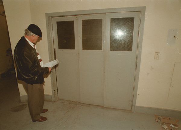 98/02/03 Elevator Accident - James Neiss Photo - Stan Kinaszewic, Chief Building Inspector, Department of Inspections, City of NF, looks at the service elevator area one floor above where a man was killed at the Days Inn Fallsview Hotel.