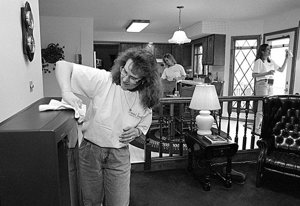 3/18/97--CLEAN SWEEP--DAN CAPPELLAZZO PHOTO--(FRONT TO BACK/LTOR) PERSONAL TOUCH CLEANING SERVICE OWNER DIANA TRANE POLISHED A TV AS EMPLOYEES RAQUEL NOLAN (REAR CENTER) AND KOREN JASINSKI SPRUCE UP THE KITCHEN AREA OF A LEWISTON HOME.<br /> <br /> FEATURE THURS