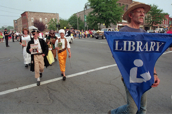 98/08/15 Medina parade-Dan C. Photo-Phil miller carries a sign for the library as part of the Medina parade.