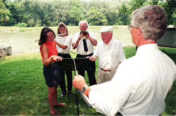 98/08/15 Canal Conert Promo-Rachel Naber Photo- (clockwise) Mary Brennan Taylor, Tammy Rohring, Frank Loiars and Donald J. Conlin are conducted by Herman Erbacher at the Municipal Marine in prepartion for Canal Spotlight Concert.