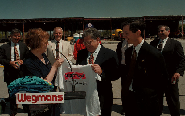 98/04/28--WEGMANS--DAN CAPPELLAZZ0 PHOTO--TOWN OF NIAGARA SUPER. STEVEN  RICHARDS  IS PRESENTED WITH A WEGMANS T-SHIRT BY CONSUMER AFFAIRS MANAGER ANN McCARTHY AND BFLO DISTRICT MANANGER MICHEAL KEATING IN FRONT OF THE NEW MILITARY RD SIGHT.<br /> <br /> LOCAL