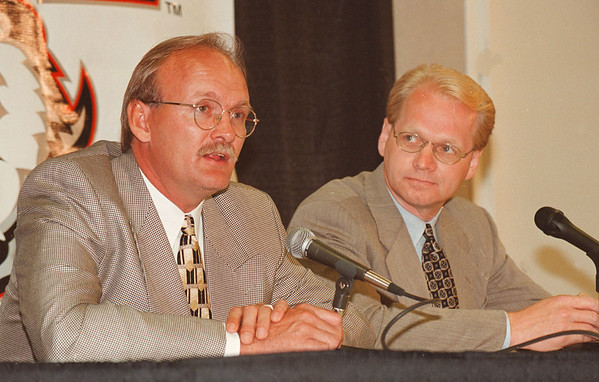 7/21/97--SABRES/RUFF--DAN CAPPELLAZZO PHOTO--SABRES NEW HEAD COACH LINDEY RUFF AND G.M. DARCY RUGEAR (????) SPEAK TO THE PRESS AT MMA.<br /> <br /> SP