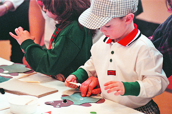 3/16/97--TEDDY BEARS--DAN CAPPELLAZZO PHOTO--3-YR-OLD RORY MESS, OF LEWISTON PUTS THE FINISHING TOUCHES ON HIS PAPER TEDDY BEAR AT THE RED BRICK SCHOOL IN THE VILLAGE OF LEWISTON.<br /> <br /> ECHO