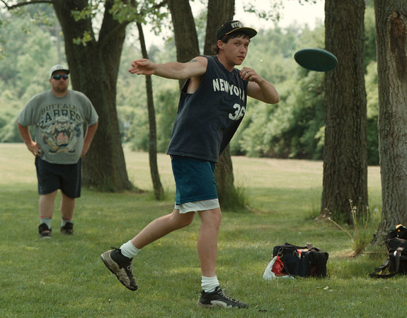 98/05/17--disk golf 1--Takaaki Iwabu photo-- Jeremy Curley, Niagara Falls, delivers a Frisbee at the disk golf game Saturday played at Joseph Davis State Park in Lewiston. <br /> <br /> sports, Sunday, bw