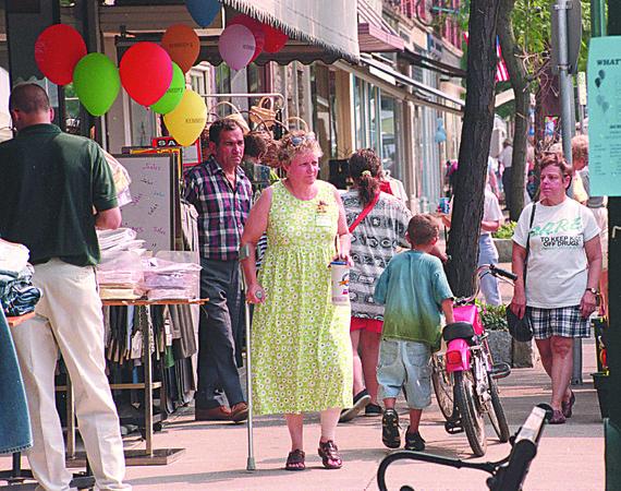 98/08/14--MEDINA FAIR--DAN CAPPELLAZZO PHOTO--SANDY WHEELER, OF MEDINA WALKS MAIN  STREET  WITHT HE CROWDS  LOOKING AT BOOTHS AND FOOD.