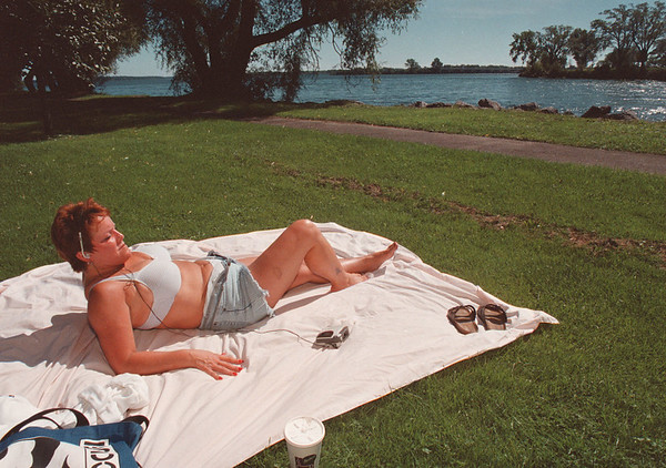 """97/09/18-- weather--Takaaki Iwabu photo--Cindy Day of Niagara Falls works on her """"last minute sun tan"""" in State Park along Niagara Upper River Thursday. <br /> <br /> color 1A"""