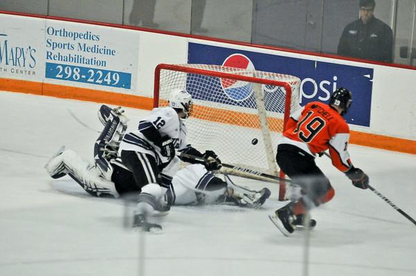 101119 NU Hockey 3 - NG