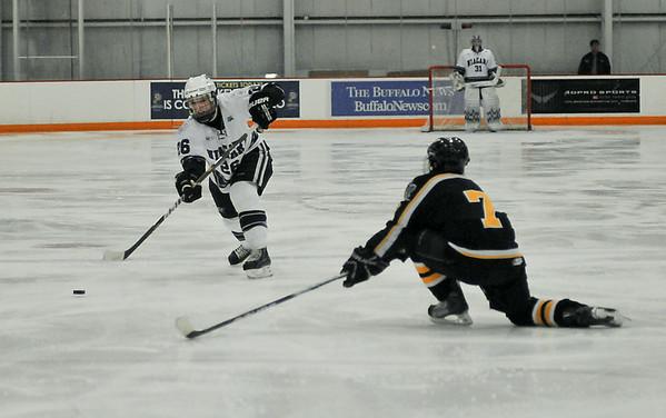 101112 NU Hockey 2 - NG