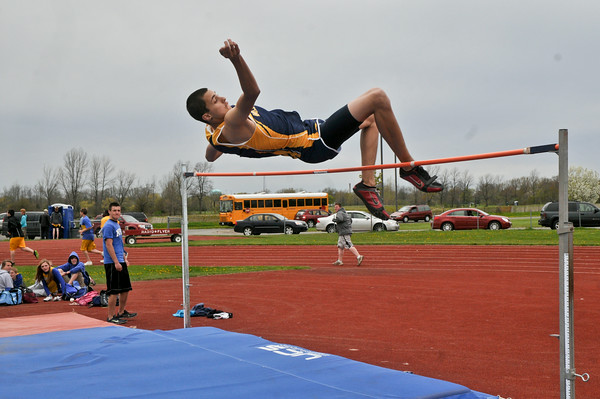 110510 NF/LKPT Track 1 - NGJames Neiss/staff photographerNiagara Falls, NY - FEATURE: High Jumper Brandon Joyce.