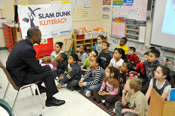"""James Neiss/staff photographerNiagara Falls, NY - Former LaSalle High and UB basketball player Modie Cox reads to children at Harry F. Abate Elementary as part of his """"Winning Because I Tried"""" community outreach program."""